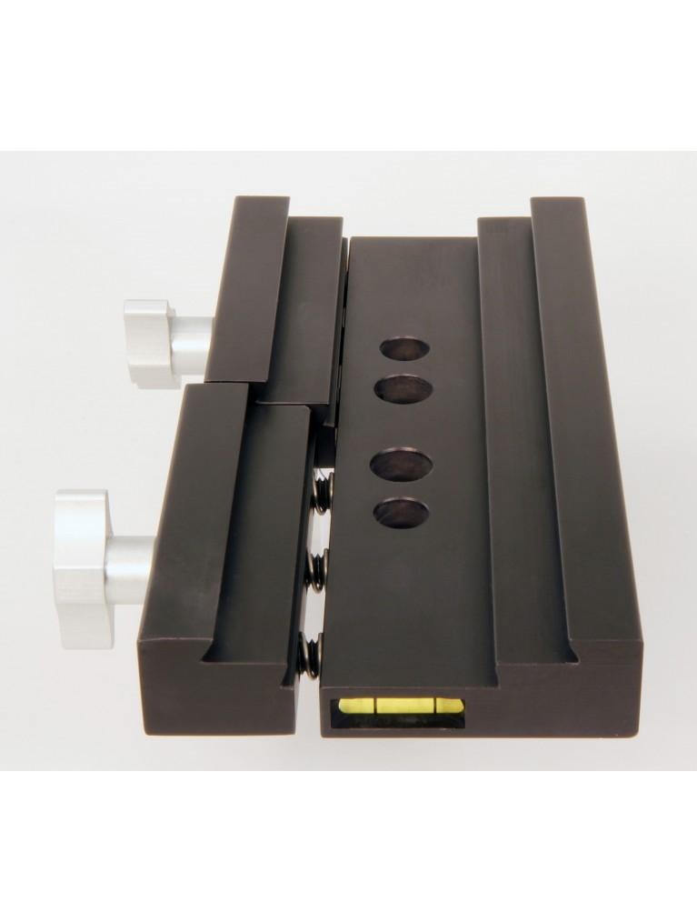 Losmandy Saddle plate for G11 & Takahashi mounts, holds Losmandy/Vixen dovetails